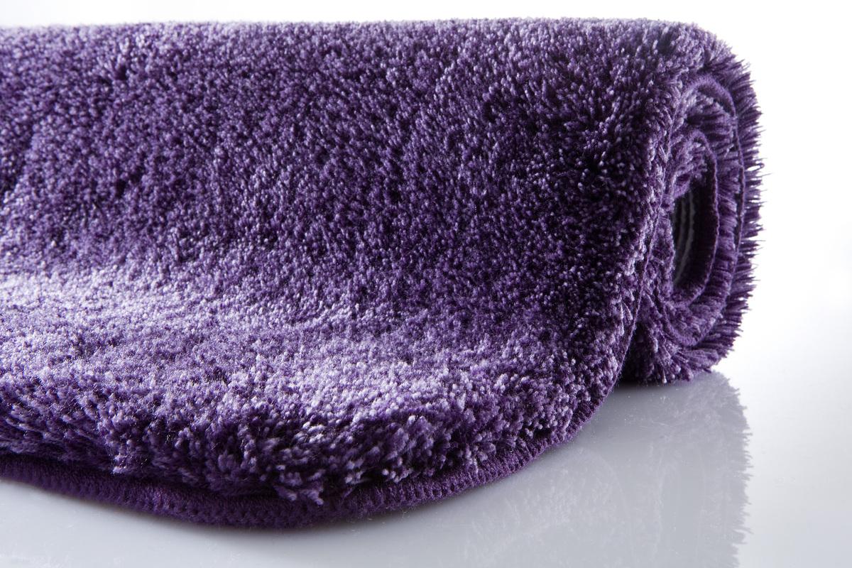 kleine wolke badteppich relax aubergine rutschhemmender. Black Bedroom Furniture Sets. Home Design Ideas